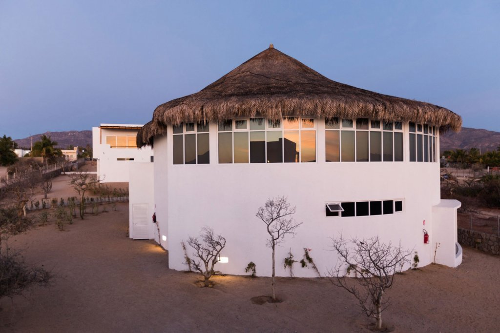 Boutique hotel in Mexico with straw roof - Casa Tara Retreat