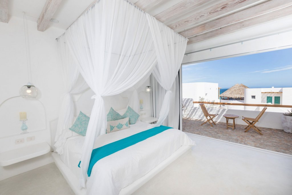 Luxurious boutique hotel room with view - Casa Tara Retreat