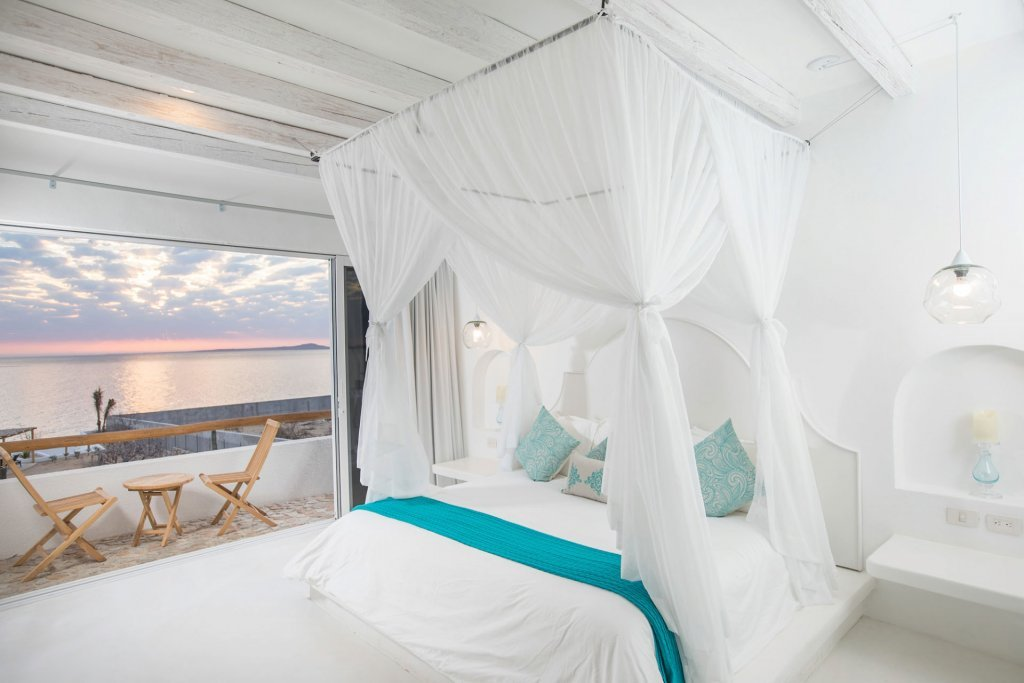 Luxurious bed with view at our wellness retreat in Mexico - Casa Tara Retreat